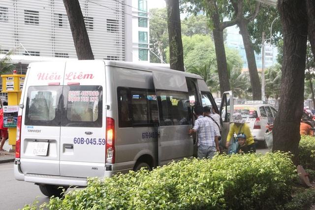 """TPHCM: Bến taxi """"ế khách"""" trong ngày đầu khai trương - 4"""