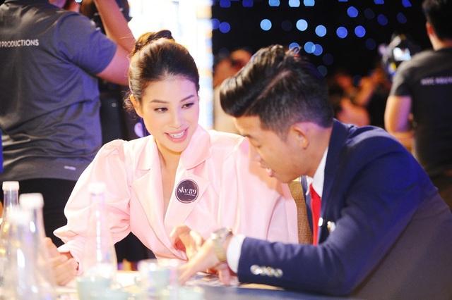 Hoa hậu Phạm Hương tìm hiểu về dự án Sky89