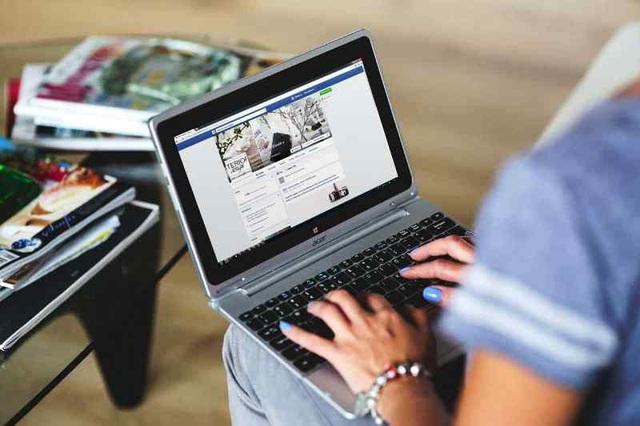 Giới trẻ say mê kiếm tiền trên mạng xã hội.
