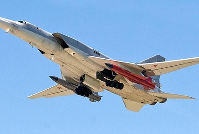 Máy bay Tu-22M3M mang theo tên lửa Kh-32 (Ảnh: Sputnik)