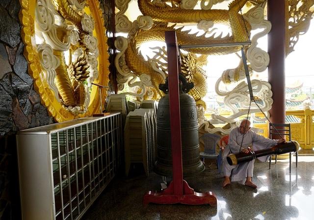 Ngôi chùa có chánh điện cao nhất Việt Nam đẹp như tranh ở Sài Gòn - 15