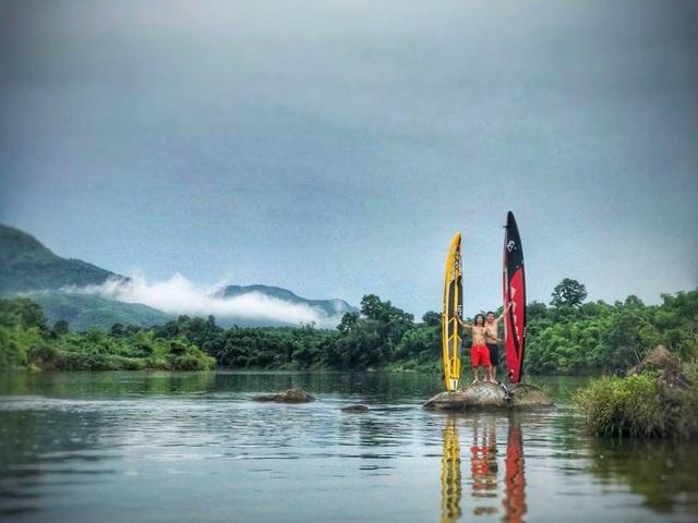 Núi non và cảnh đẹp mây khói từ thượng nguồn sông Hương... được ghi lại trong mỗi chuyến hành trình