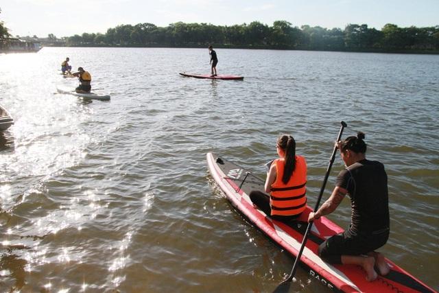 Cuộc du ngoạn trên sông Hương bắt đầu vào 4h30 chiều