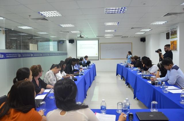 Giảng viên nước ngoài cùng trao đổi kinh nghiệm giảng dạy tại Viện Đào tạo Quốc tế thuộc ĐH Quốc gia TP.HCM (IEI).