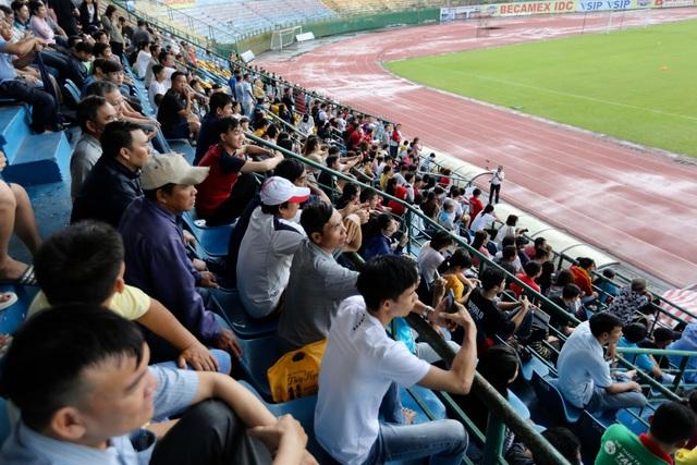 Olympic Việt Nam tạo sức hút lớn với khán giả Bình Dương - 2