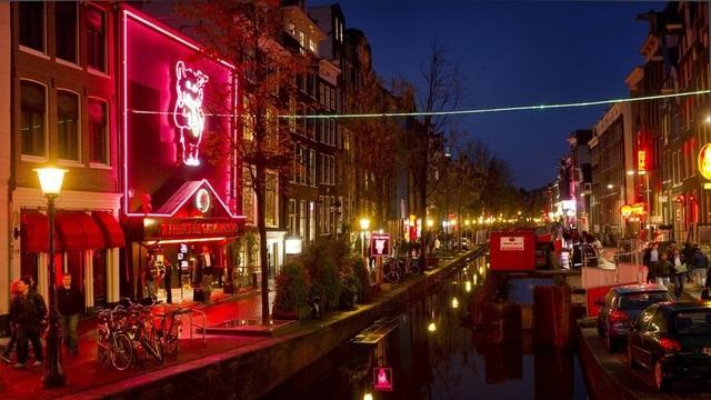 Phố đèn đỏ ở Hà Lan (Ảnh: AFP)