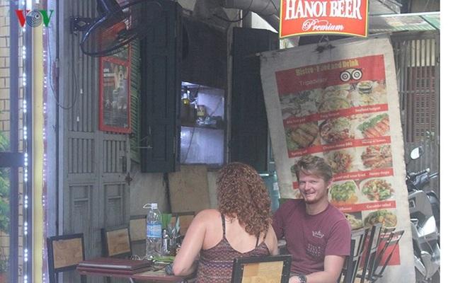 Dịch vụ thức ăn đường phố đặc biệt được du khách nước ngoài yêu thích.