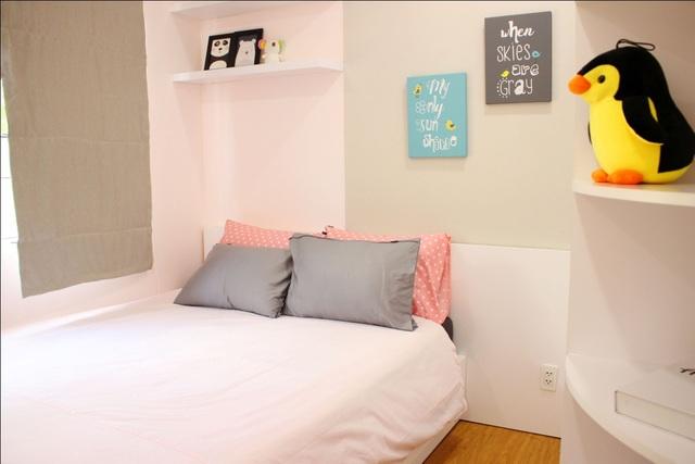 Phòng ngủ bé gái với gam màu ngọt ngào, đáng yêu, cách bài trí bắt mắt nhằm kích thích thị giác và khả năng sáng tạo của trẻ.