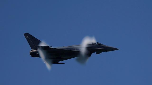 Một máy bay chiến đấu Eurofighter Typhoon 2000 của Tây Ban Nha (Ảnh: Reuters)