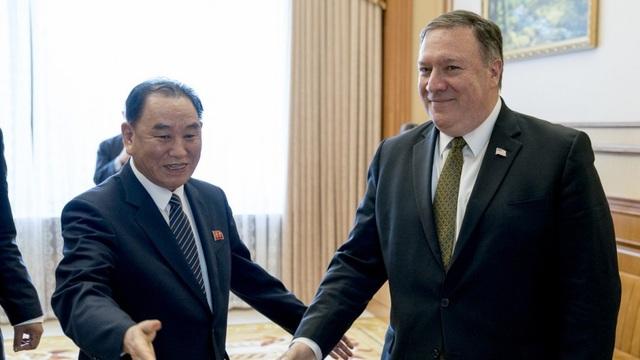 Ngoại trưởng Mỹ Mike Pompeo và cố vấn của nhà lãnh đạo Triều Tiên, ông Kim Yong-chol (Ảnh: AP)