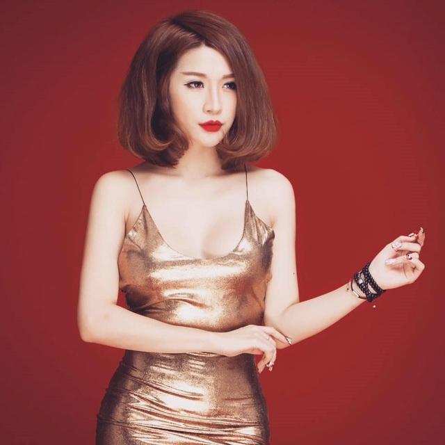 Cô từng là người mẫu ảnh, MC, ca sĩ và đặc biệt được giới trẻ yêu mến sau vai diễn Kiều Linh phù thủy trong 5S Online. Hiện tại, tuy không còn tham gia các hoạt động giải trí và chỉ tập trung cho công việc kinh doanh, 9X vẫn được nhiều người quan tâm theo dõi trên mạng xã hội.