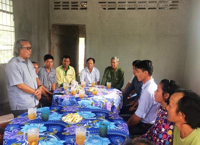 Nhà báo Phan Huy – Trưởng văn phòng đại diện báo Dân trí khu vực ĐBSCL phát biểu tại buổi lễ bàn giao nhà Nhân ái cho gia đình anh Cường