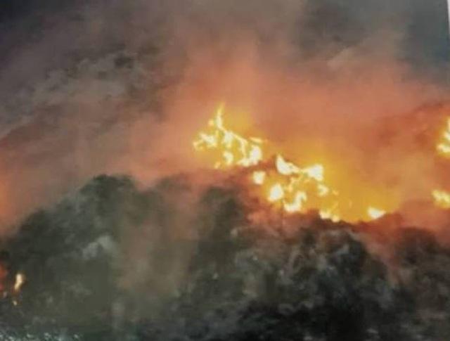 Vụ đổ trộm rác thải nguy hại, đốt phi tang táo tợn tại Bắc Giang là đặc biệt nghiêm trọng! - Ảnh 1.