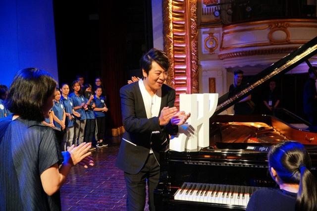 Lang Lang luôn khuyến khích và hỗ trợ những tài năng âm nhạc trẻ.
