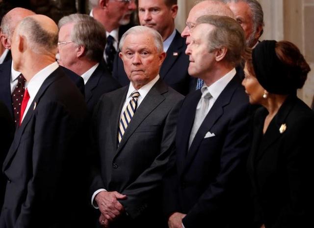 Bộ trưởng Tư pháp Jeff Sessions tại lễ viếng.