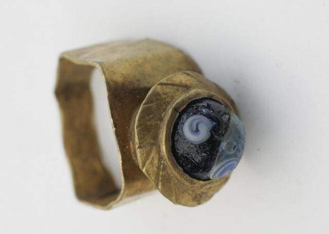 Hơn 5.000 cổ vật được tìm thấy gồm nhẫn vàng, đồng xu vàng, bạc, đồ gốm,... (Nguồn: TNE)
