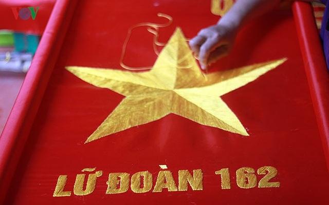 Làng may cờ lớn nhất Thủ đô dốc toàn lực cho bóng đá và dịp Quốc khánh - 15