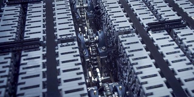 Động cơ xe cũng được tạo nên từ LEGO