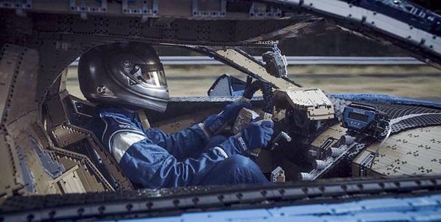 Siêu xe Bugatti Chiron ráp bằng LEGO có thể lăn bánh như xe thật - 9