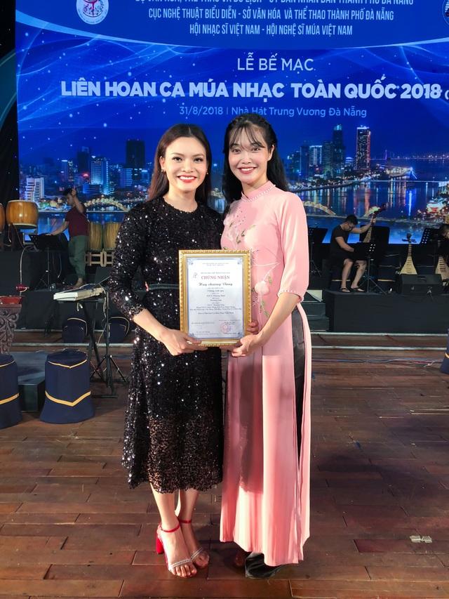 Phạm Phương Thảo và biên đạo múa Phương Linh.