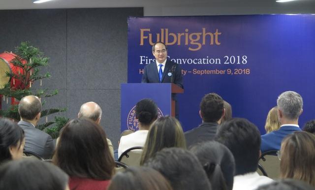 Bí thư Thành uỷ TPHCM Nguyễn Thiện Nhân phát biểu chúc mừng tại lễ khai giảng đầu tiên của Trường ĐH Fulbright Việt Nam