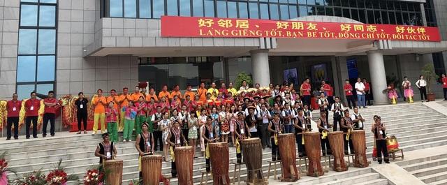 Nhân dân địa phương của hai nước vui mừng tham dự sự kiện thông thương cửa khẩu Chi Ma - Lạng Sơn
