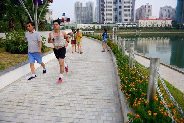 Toàn cảnh lá phổi xanh 130.000 m2 mới hoạt động ở Hà Nội - 9