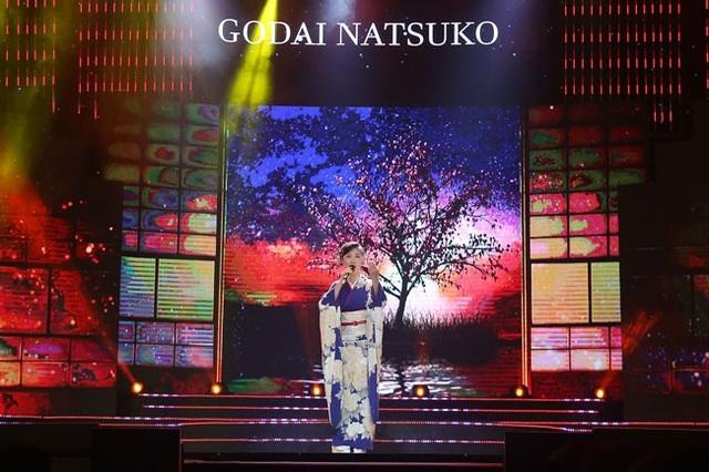 Nghệ sĩ Nhật Bản Godai Natsuko thể hiện Hoa mộc tê.