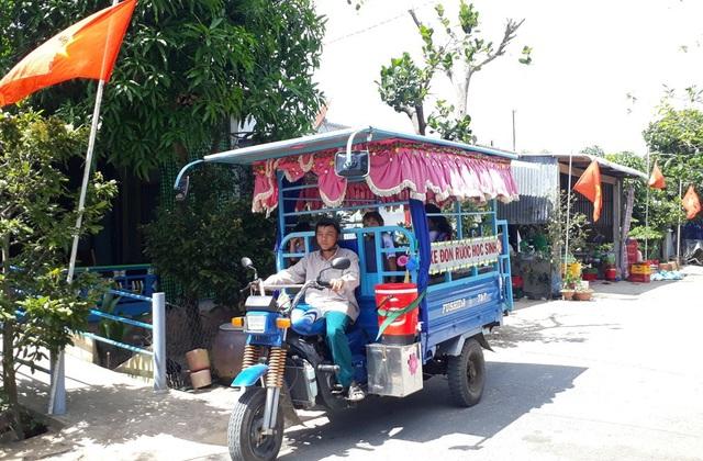 Môt ngày làm việc của anh Nguyễn Văn Hội bắt đầu từ 4h sáng. Anh sắp xếp để việc đưa đón các cháu kịp giờ đến trường và đảm bảo an toàn cho các cháu học sinh
