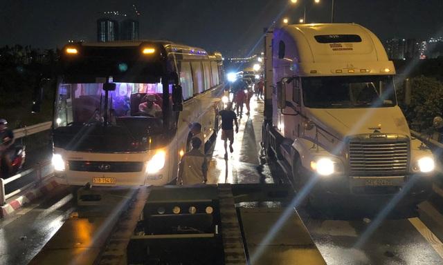 Xe cộ tê liệt hoàn toàn trên cao tốc TPHCM - Long Thành - Dầu Giây...