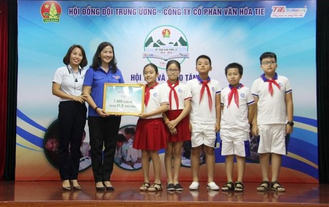 Học sinh các trường và các đơn vị cùng chung tay để mang tới niềm vui năm học mới cho trẻ em vùng lũ