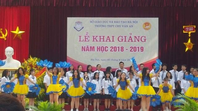 Một tiết mục văn nghệ của học sinh lớp 10 Nhật trong lễ khai giảng tại trường THPT Chu Văn An, Hà Nội.