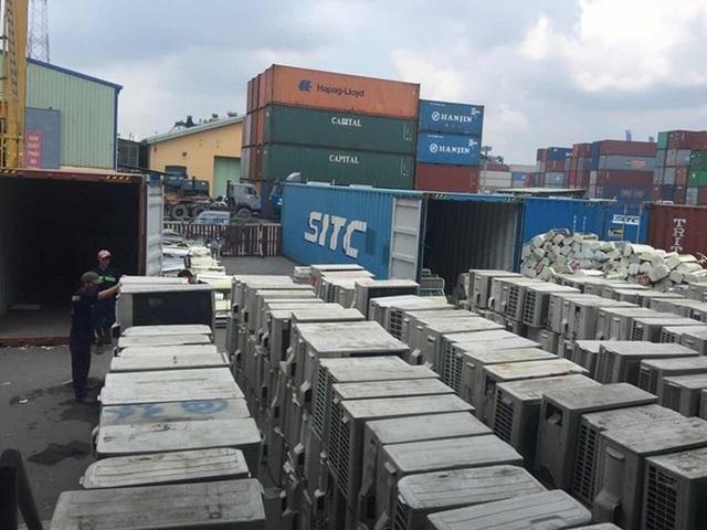 Rác thải điện tử qua sử dụng đổ dồn về Việt Nam sau khi Trung Quốc ngừng nhập mặt hàng này.
