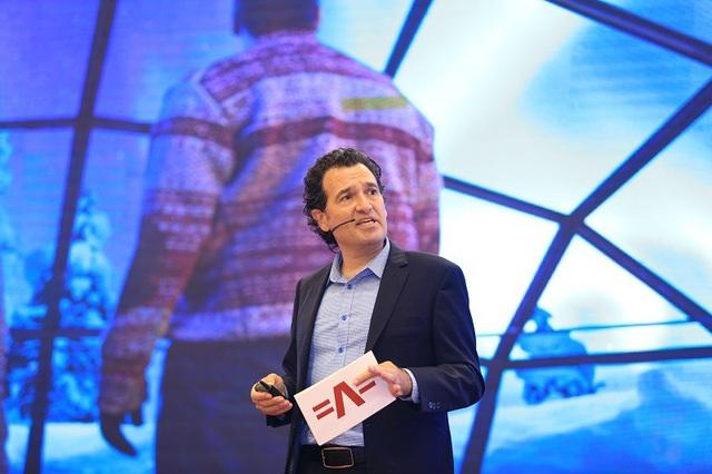 Ông Daniel Lavine - Chuyên gia xu hướng toàn cầu