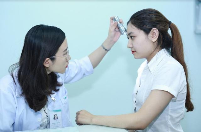 Vai trò của bác sĩ da liễu trong việc khám định kì da và chăm sóc da là tối quan trọng, vì bác sĩ da liễu là người hiểu rõ làn da nhất.