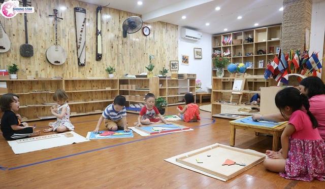 Giờ học theo phương pháp Montessori đầy hứng khởi của các bé Trường Mầm non Shining Star.