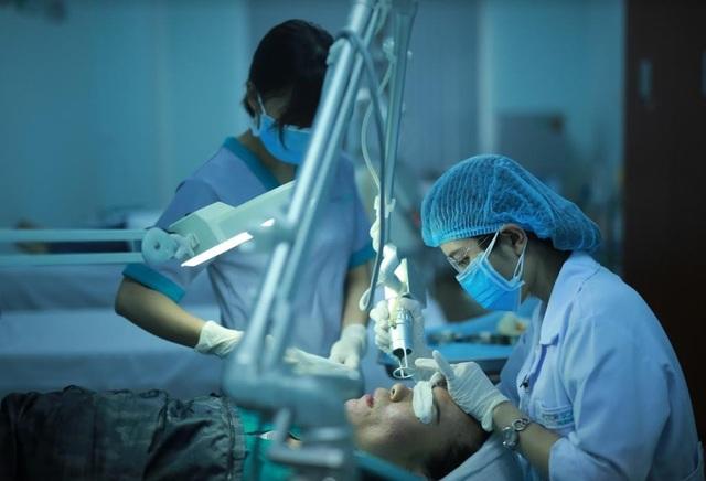 Với 100% ca điều trị sẹo rỗ đều do chính các bác sĩ da liễu trực tiếp thực hiện, Doctor Scar đã tạo ra hơn 4,500 kết quả điều trị sẹo rỗ thành công và tạo ra phép nhiệm màu cho khách hàng.
