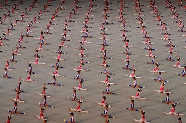 Sau nhiều tháng chuẩn bị, Mass Games, chương trình đồng diễn nổi tiếng của Triều Tiên, đã diễn ra tại sân vận động 1/5 ở thủ đô Bình Nhưỡng hôm qua 9/9.
