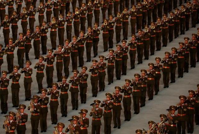 Màn đồng diễn là một trong số các hoạt động chào mừng 70 năm Quốc khánh Triều Tiên 9/9. Trước đó, Triều Tiên đã tổ chức lễ duyệt binh hoành tráng ở quảng trường Kim Nhật Thành.