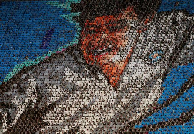Hiệu ứng tạo ra từ hàng chục nghìn trang sách đổi màu rất đẹp mắt và tạo thành điểm nhấn ấn tượng cho màn đồng diễn. Các chân dung của cố lãnh đạo Kim Nhật Thành, Kim Jong-il lần lượt được tái hiện, bên cạnh các tạo hình hoa lá, phong cảnh.