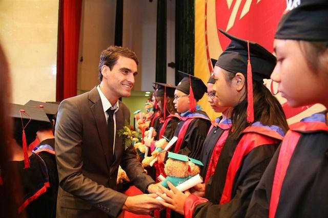 VUS trao chứng chỉ Anh ngữ quốc tế cho 1.928 học viên - 2