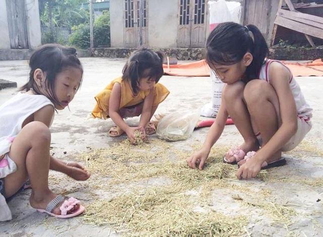 Cả 3 chị em, đứa lớn nhất chỉ mới 10 tuổi đã phải cố gắng tự lo cho bản thân.