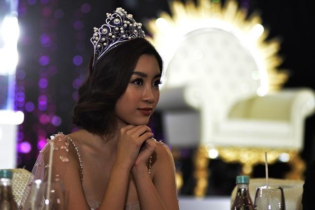 Hoa hậu Đỗ Mỹ Linh, gương mặt thương hiệu nội ngoại thất inox- nhựa Qui Phúc vài ngày nữa sẽ trao vương miện cho hoa hậu đăng quang 2018