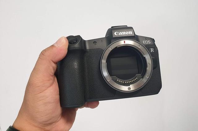 Trên tay máy ảnh mirroless full-frame đầu tiên của Canon tại Việt Nam - 9