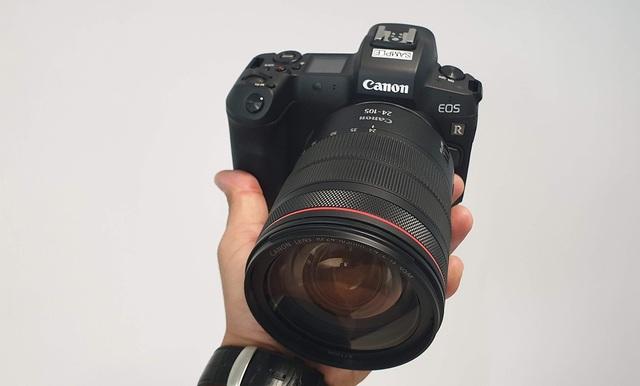 Trên tay máy ảnh mirroless full-frame đầu tiên của Canon tại Việt Nam - 1