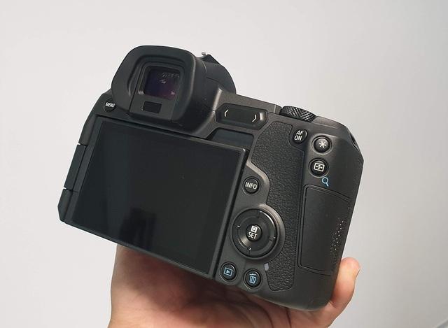 Trên tay máy ảnh mirroless full-frame đầu tiên của Canon tại Việt Nam - 7