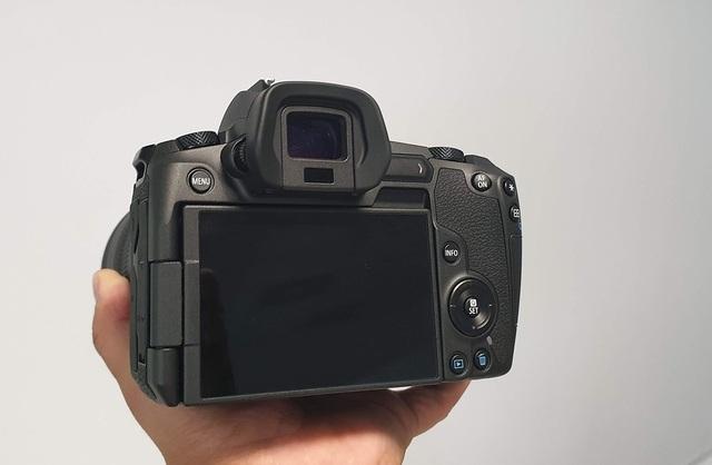 Trên tay máy ảnh mirroless full-frame đầu tiên của Canon tại Việt Nam - 6