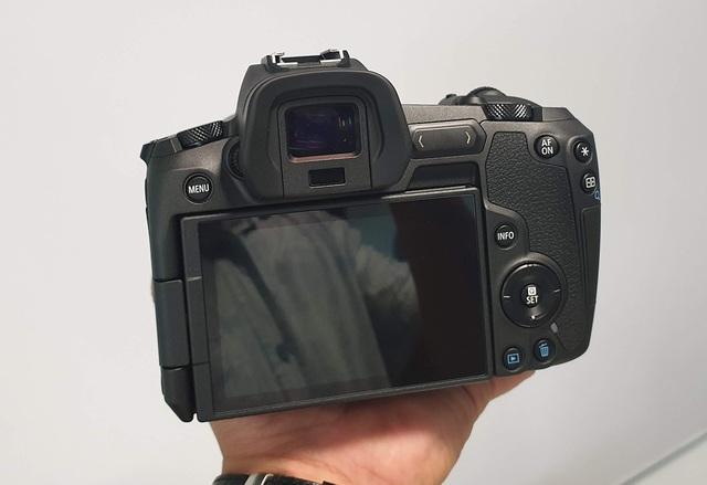 Trên tay máy ảnh mirroless full-frame đầu tiên của Canon tại Việt Nam - 4