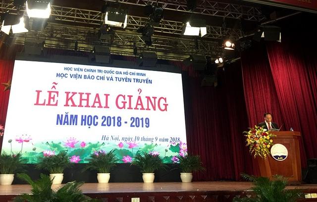 PGS.TS Trương Ngọc Nam, Giám đốc Học viện Báo chí và Tuyên truyền phát biểu tại lễ khai giảng