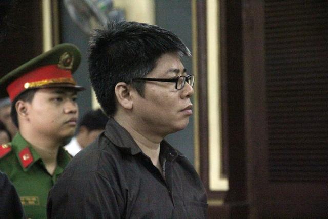 Bị cáo Vinh bỏ túi 360.000 USD.